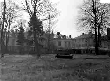 Lasarettet vid Slottsvägen. Från gamla kyrkogården. omkr 1940