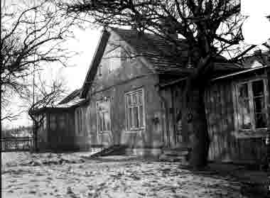 "Lilla Dammgatan, kv Granen, ""Hökaboet"" lilla boningshuset januari 1936"