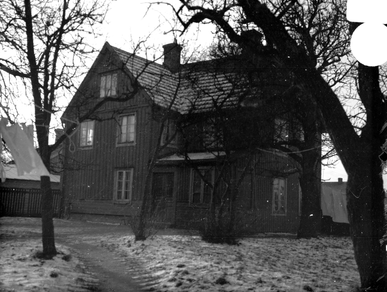 "Lilla Dammgatan, kv Granen, ""Hökaboet"" stora boningshuset januari 1936"