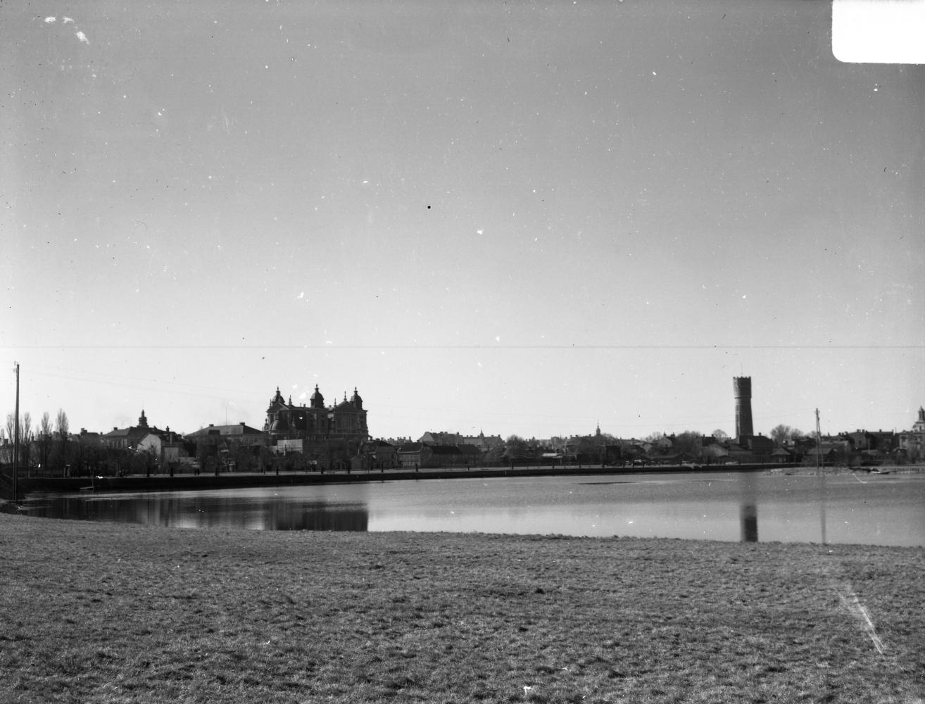 Kvarnholmen sedd från Ängö över Malmfjärden
