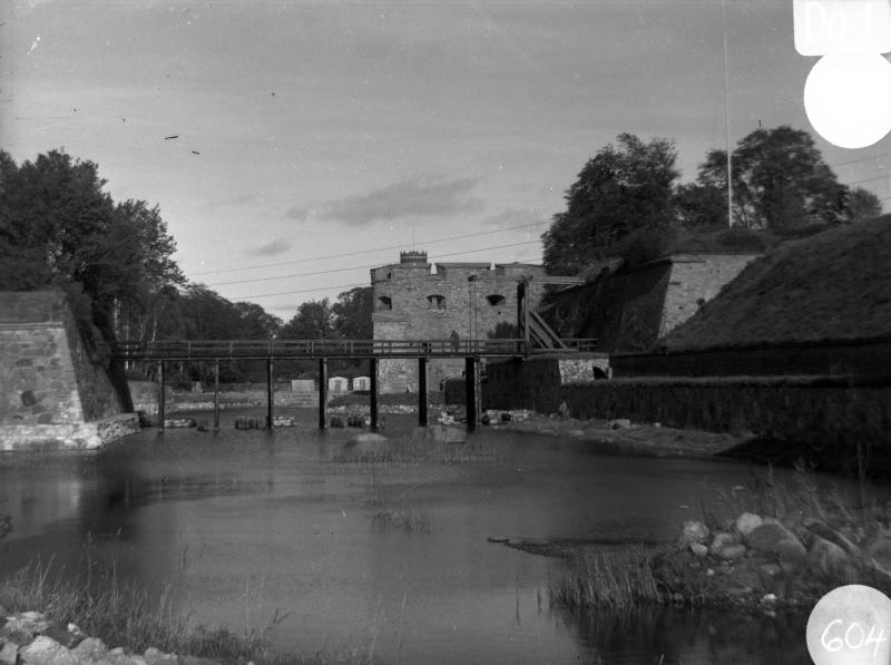 Kalmar slott, vallgraven bron och vindbryggan efter restaureringen 1935
