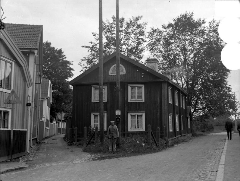 Gamla stan, tomt 139, från Västerlånggatan mot Stora Dammgatan. Israelagården 1936
