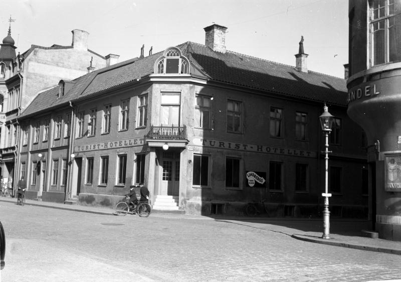 Gamla Turisthotellet vid hörnet Larmgatan - Ölandsgatan