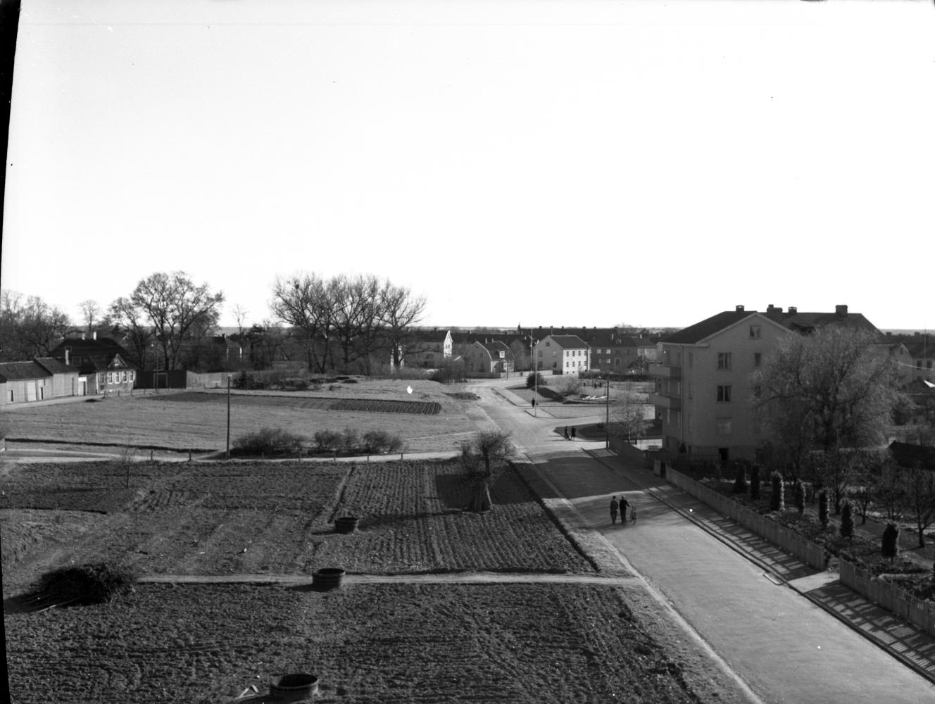 Frejagatan, åkerlyckor, till vänster Krusenstiernska huset, 1939
