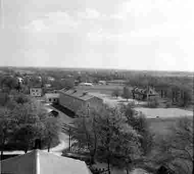 Utsikt från Åby kyrka. Åbyskolan 1957